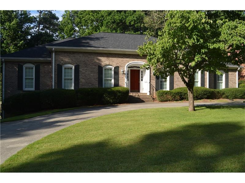 4904 Hampton Lake Drive, Marietta, GA 30068 (MLS #5704876) :: North Atlanta Home Team
