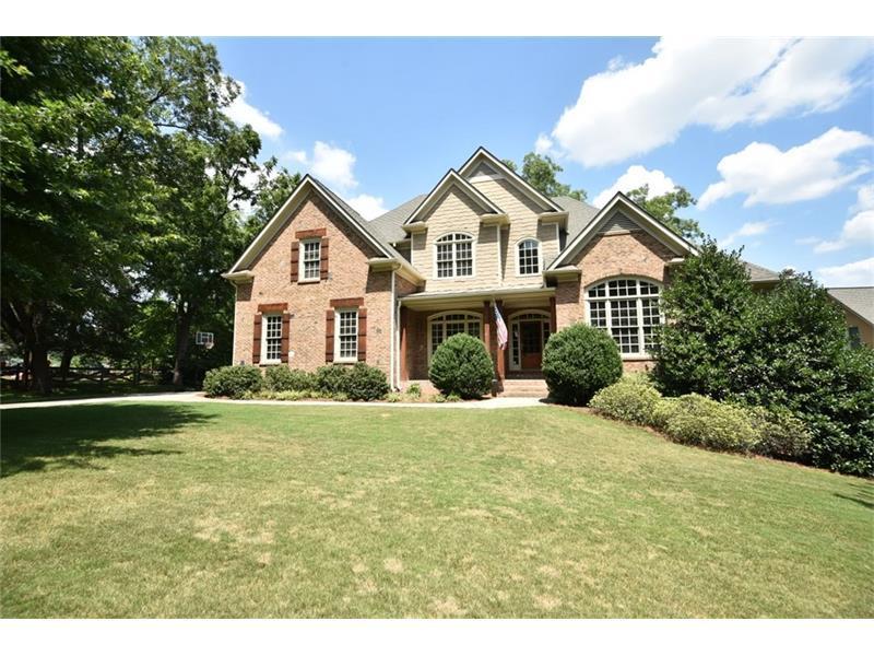 90 Elaine Drive, Roswell, GA 30075 (MLS #5712236) :: North Atlanta Home Team