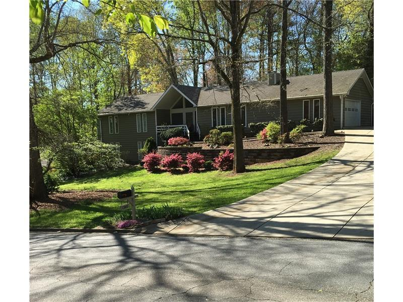 1340 Oakhaven Drive, Roswell, GA 30075 (MLS #5723269) :: North Atlanta Home Team