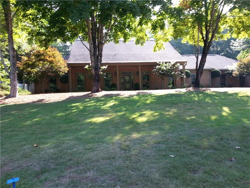 765 Fairbrook Lane, Roswell, GA 30075 (MLS #5725707) :: North Atlanta Home Team