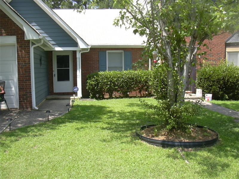 8037 Woodlake Drive, Riverdale, GA 30274 (MLS #5730055) :: North Atlanta Home Team