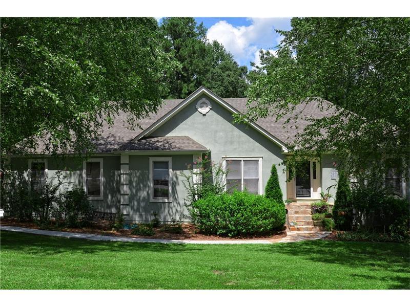 877 Pinbrook Drive, Lawrenceville, GA 30043 (MLS #5739576) :: North Atlanta Home Team