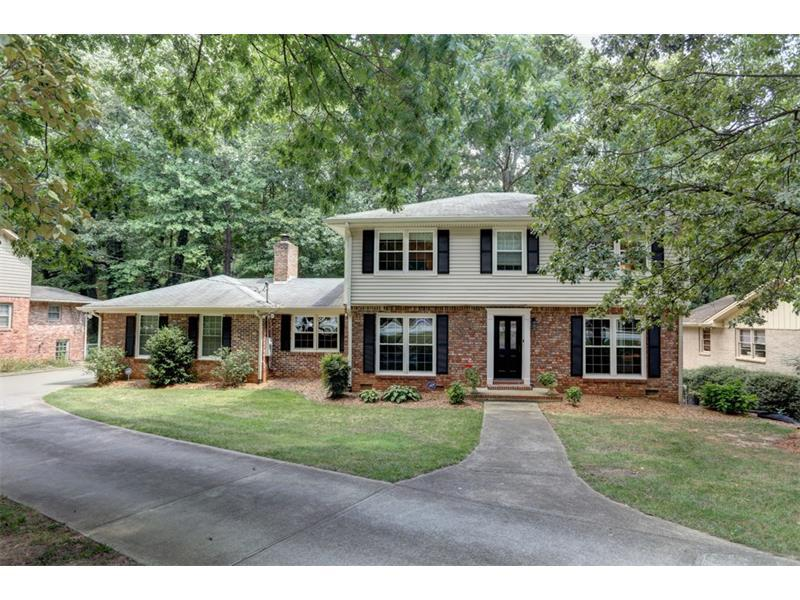 4601 N Peachtree Road, Dunwoody, GA 30338 (MLS #5741246) :: North Atlanta Home Team