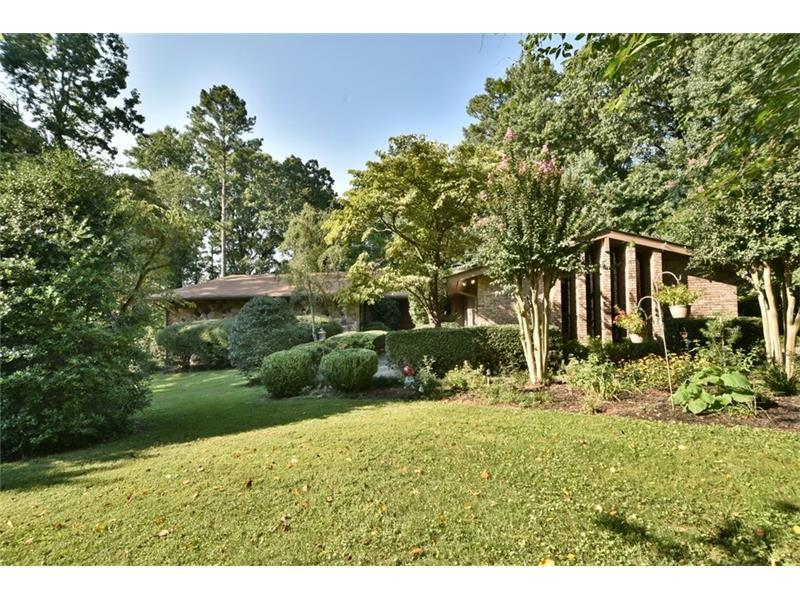 617 Dogwood Circle, Norcross, GA 30071 (MLS #5743523) :: North Atlanta Home Team