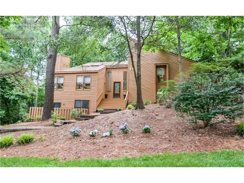 3986 Loch Highland Pass NE, Roswell, GA 30075 (MLS #5744863) :: North Atlanta Home Team