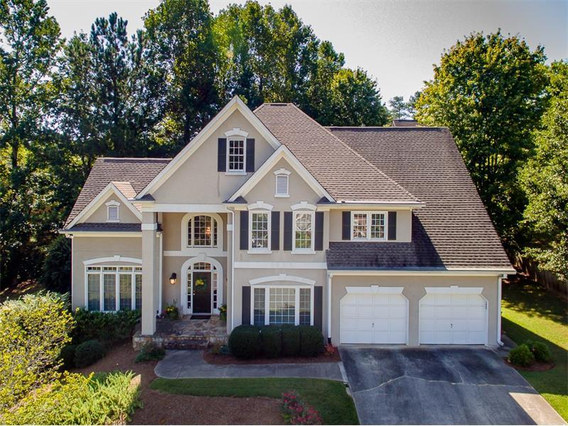645 Lake Medlock Drive, Johns Creek, GA 30022 (MLS #5750336) :: North Atlanta Home Team