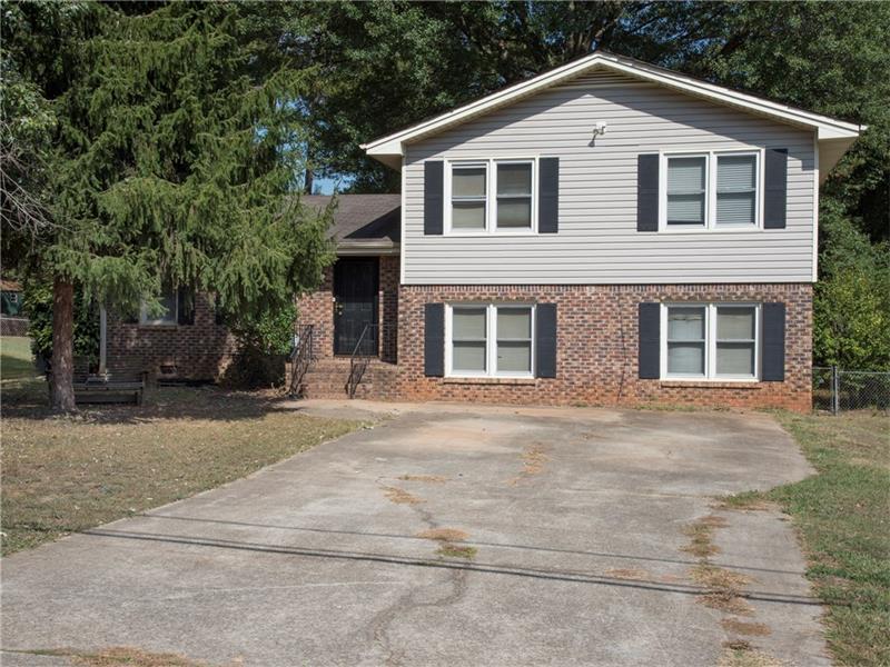 418 Desiree Drive, Lawrenceville, GA 30044 (MLS #5758105) :: North Atlanta Home Team