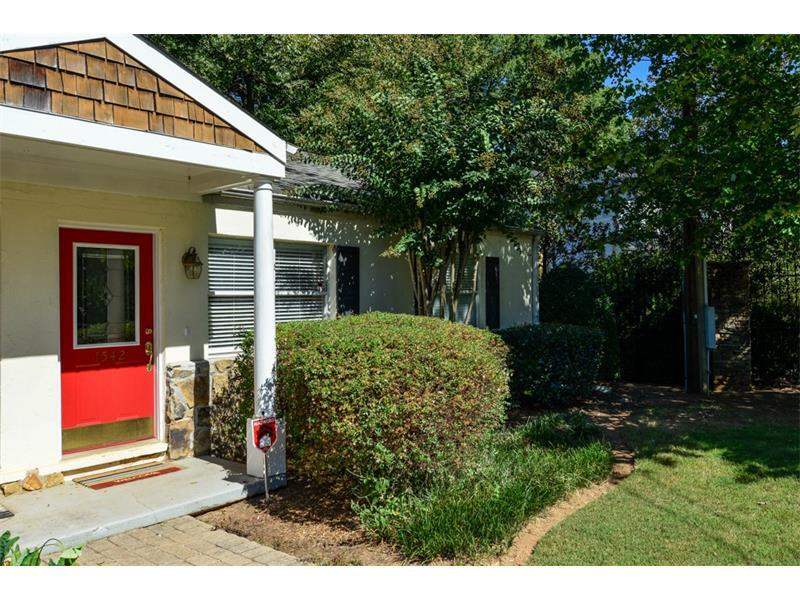 1542 Stone Gate Lane SE, Atlanta, GA 30317 (MLS #5758514) :: North Atlanta Home Team