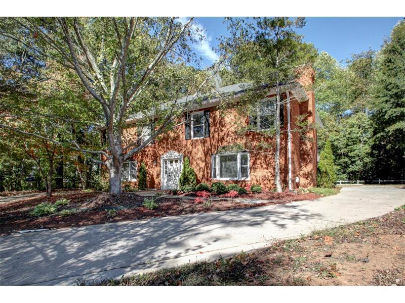 9043 Carroll Manor Drive, Sandy Springs, GA 30350 (MLS #5758943) :: North Atlanta Home Team