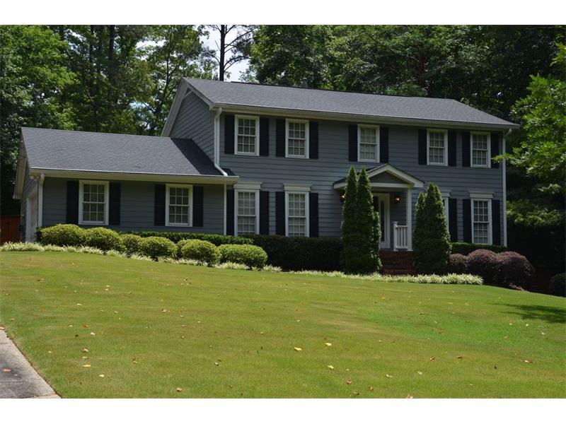 1240 Ridgefield Drive, Roswell, GA 30075 (MLS #5759289) :: North Atlanta Home Team