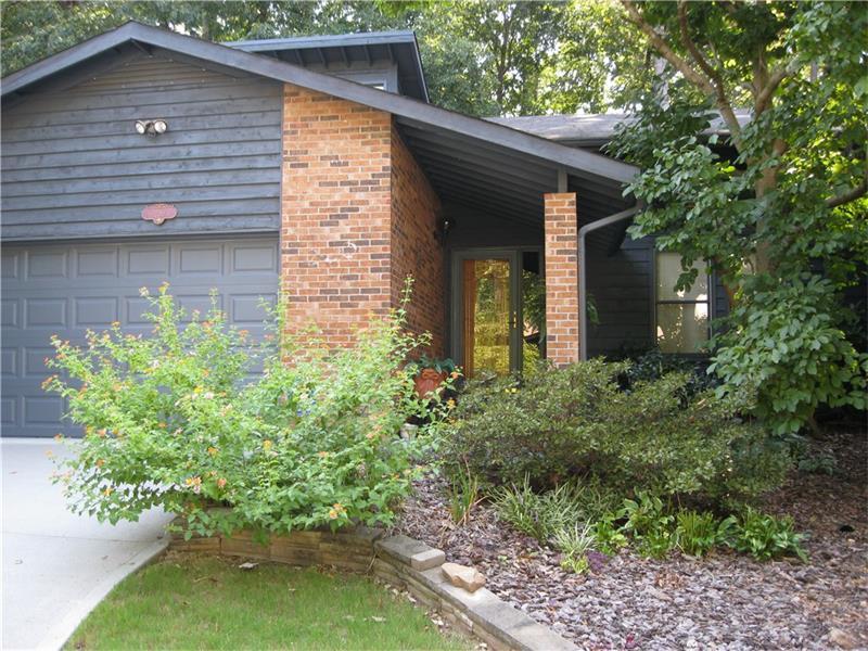 220 Lakeview Ridge E, Roswell, GA 30076 (MLS #5759338) :: North Atlanta Home Team