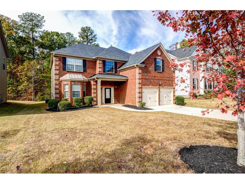 7869 The Lakes Drive, Fairburn, GA 30213 (MLS #5789645) :: Carrington Real Estate Services