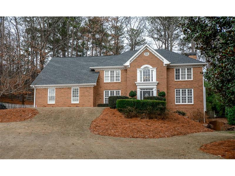 180 Willow Brook Drive, Roswell, GA 30076 (MLS #5789851) :: Carrington Real Estate Services
