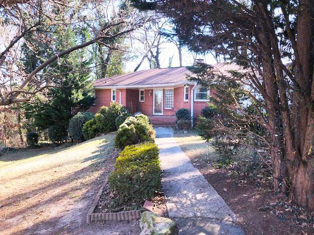 2960 Larchmont Court NW, Atlanta, GA 30318 (MLS #5982980) :: The Hinsons - Mike Hinson & Harriet Hinson