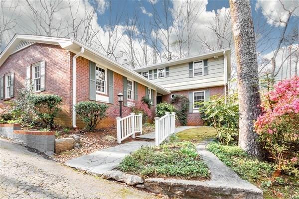 1010 Mason Woods Drive, Atlanta, GA 30329 (MLS #5988158) :: Carr Real Estate Experts