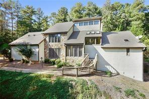 3350 Spalding Drive, Sandy Springs, GA 30350 (MLS #5997199) :: North Atlanta Home Team