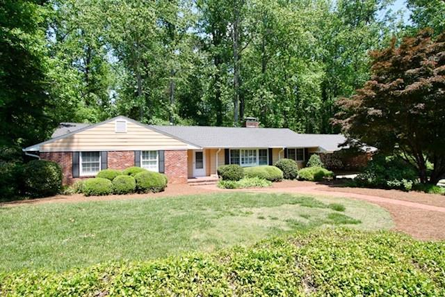 820 Glenwood Drive, Gainesville, GA 30501 (MLS #6010792) :: The Russell Group
