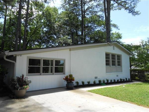 1061 Greenbriar Circle, Decatur, GA 30033 (MLS #6030518) :: RE/MAX Paramount Properties