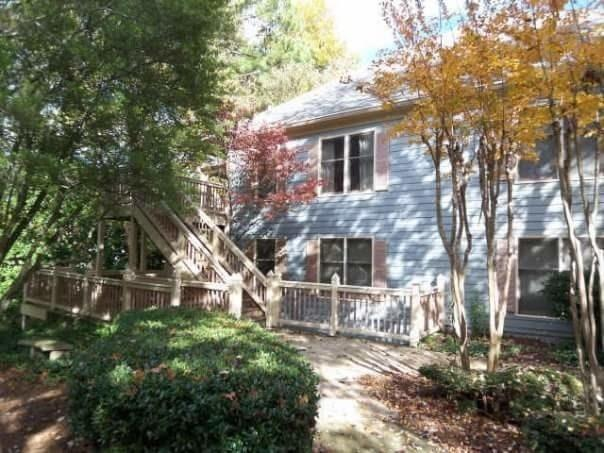 608 Abingdon Way NE, Atlanta, GA 30328 (MLS #6054157) :: North Atlanta Home Team