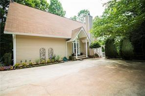 3731 Ronny Way, Gainesville, GA 30506 (MLS #6068401) :: Iconic Living Real Estate Professionals
