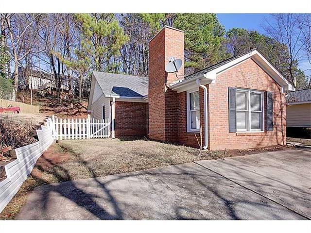 1899 Cooper Landing Drive SE, Smyrna, GA 30080 (MLS #6073605) :: Charlie Ballard Real Estate