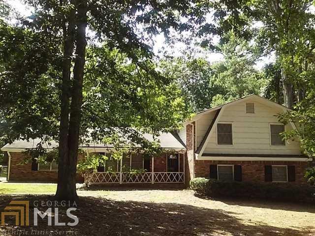 3211 Rockview Drive, Lithonia, GA 30038 (MLS #6107506) :: North Atlanta Home Team
