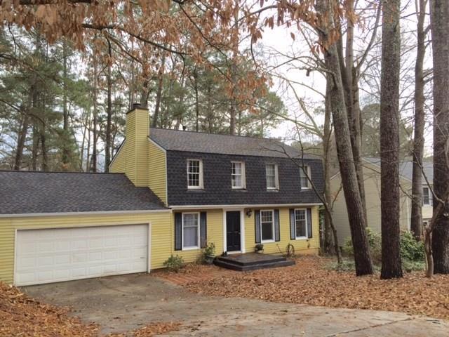 9860 N Pond Circle, Roswell, GA 30076 (MLS #6115828) :: North Atlanta Home Team