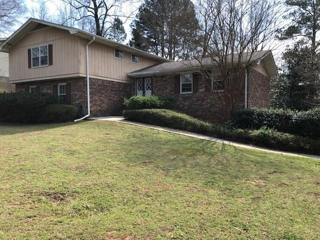 2001 Village North Road, Dunwoody, GA 30338 (MLS #6520375) :: The Zac Team @ RE/MAX Metro Atlanta