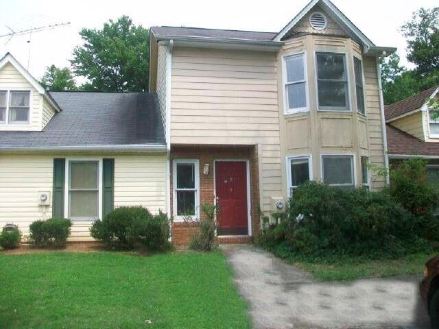 8060 Woodlake Drive, Riverdale, GA 30274 (MLS #6528635) :: Iconic Living Real Estate Professionals