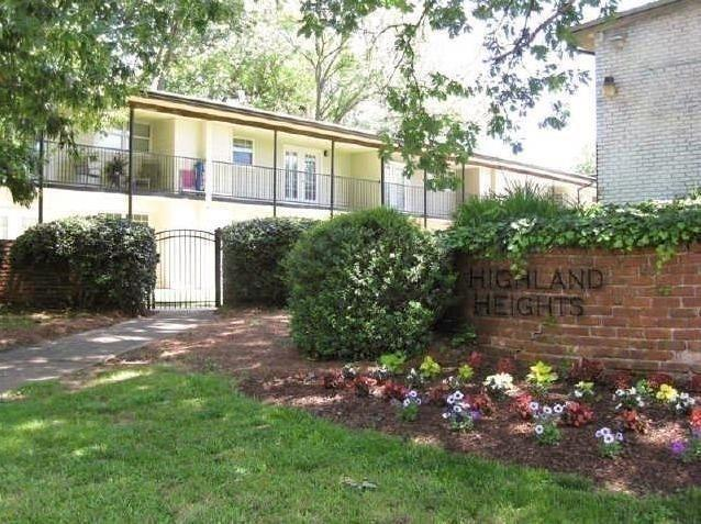 897 N Highland Avenue NE B13, Atlanta, GA 30306 (MLS #6539153) :: The Hinsons - Mike Hinson & Harriet Hinson