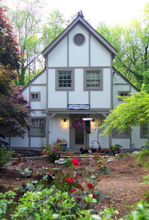 2081 Lyle Avenue, College Park, GA 30337 (MLS #6542125) :: Hollingsworth & Company Real Estate