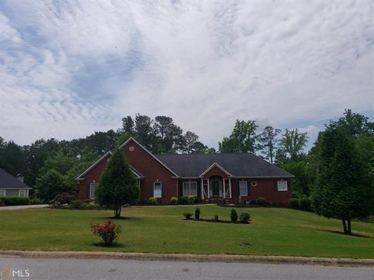 12146 Edgewater Drive, Hampton, GA 30228 (MLS #6552502) :: Iconic Living Real Estate Professionals