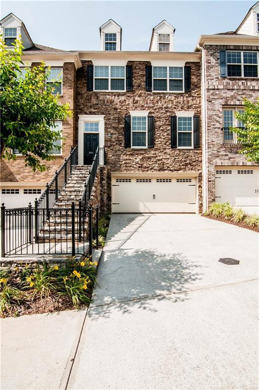 2011 Manchester Way, Roswell, GA 30075 (MLS #6558594) :: The Heyl Group at Keller Williams