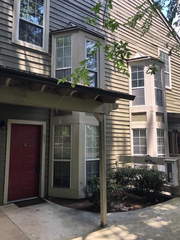 607 Riverview Drive SE, Marietta, GA 30067 (MLS #6571695) :: KELLY+CO