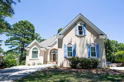 4020 Hogans Mill Lane, Loganville, GA 30052 (MLS #6572548) :: Rock River Realty