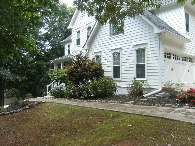 6028 Bateau Drive, Flowery Branch, GA 30542 (MLS #6586190) :: The Heyl Group at Keller Williams