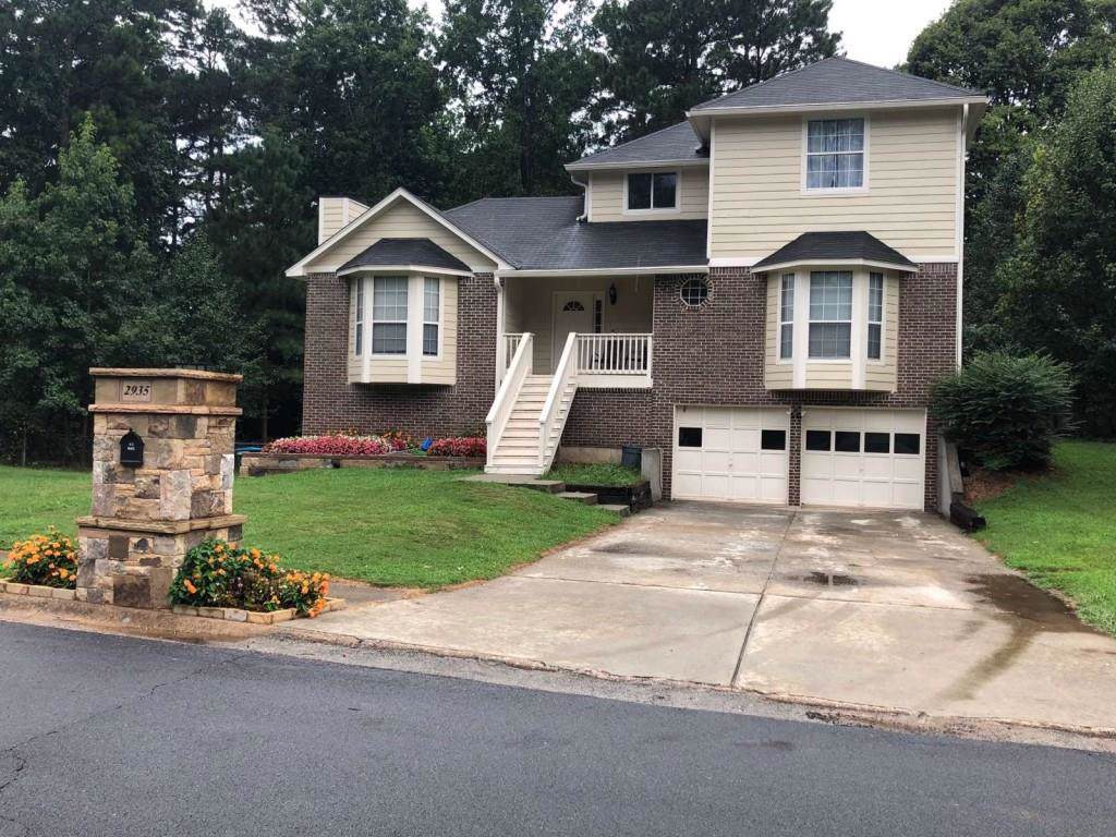 2935 Trotters Pointe Drive - Photo 1