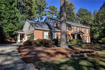 106 Pheasant Drive SE, Marietta, GA 30067 (MLS #6654415) :: Path & Post Real Estate