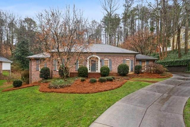 1020 Oakhaven Drive, Roswell, GA 30075 (MLS #6681250) :: North Atlanta Home Team