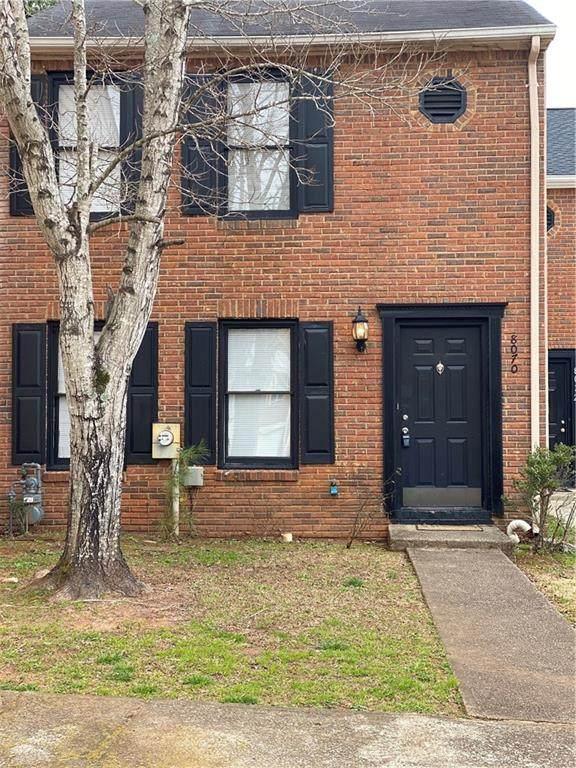 8070 Woodlake Drive, Riverdale, GA 30274 (MLS #6683435) :: Path & Post Real Estate