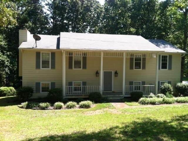 8035 Sweetwater Drive, Douglasville, GA 30135 (MLS #6686099) :: The North Georgia Group