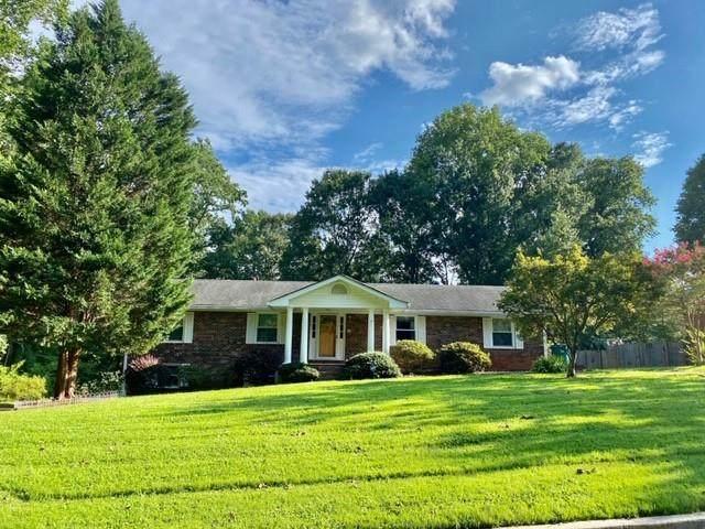 712 N Thomas Lane SE, Smyrna, GA 30082 (MLS #6763564) :: Kennesaw Life Real Estate