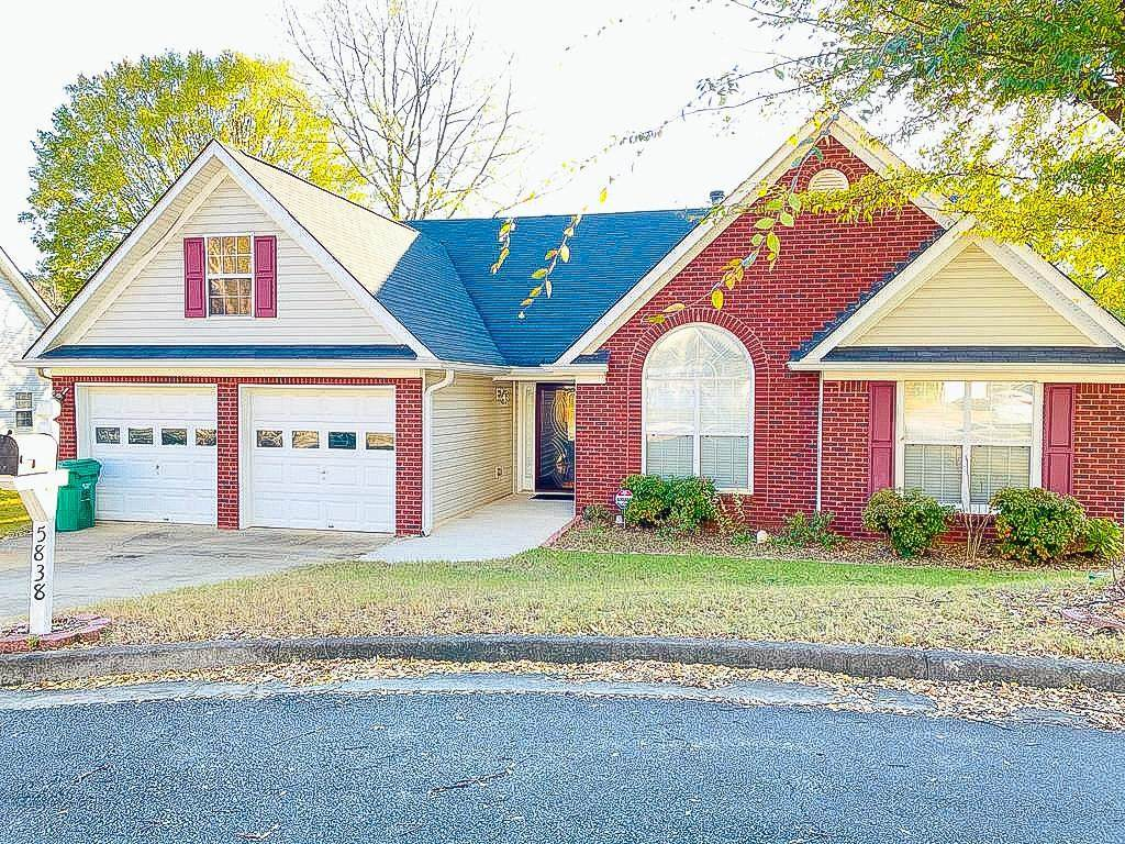 5838 Lakeview Circle - Photo 1