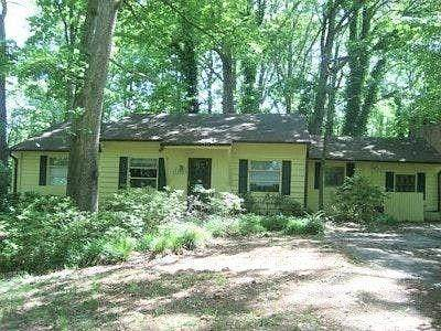 1461 Lively Ridge Road NE, Atlanta, GA 30329 (MLS #6823277) :: Path & Post Real Estate