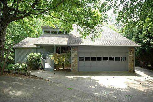 320 Susie Court, Roswell, GA 30076 (MLS #6829455) :: The Realty Queen & Team