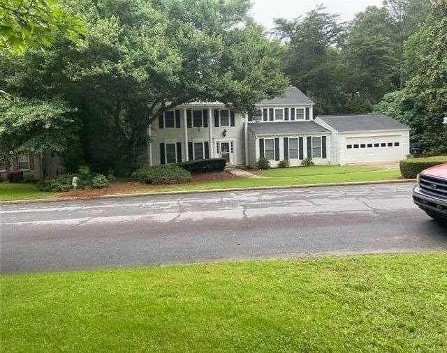 605 Barrington Way, Roswell, GA 30076 (MLS #6916466) :: North Atlanta Home Team
