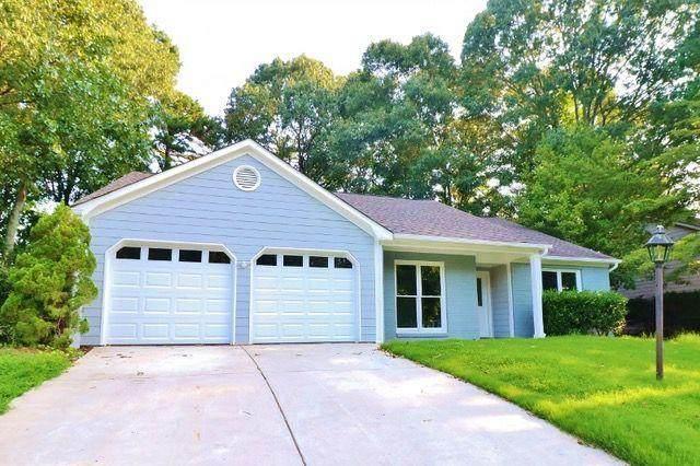 4890 Hampton Square Drive, Johns Creek, GA 30022 (MLS #6925123) :: The Kroupa Team | Berkshire Hathaway HomeServices Georgia Properties