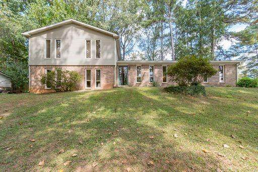 588 Cole Drive, Lilburn, GA 30047 (MLS #6958131) :: Lantern Real Estate Group