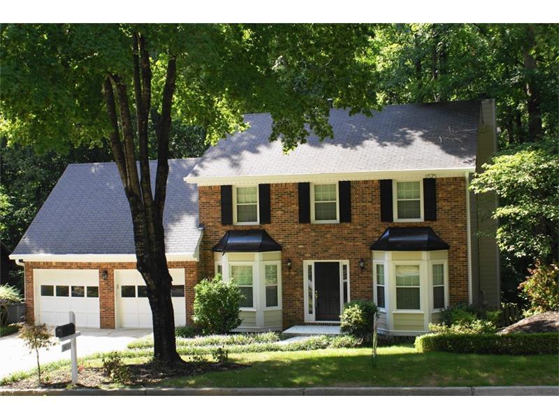 9630 Hillside Drive, Roswell, GA 30076 (MLS #5740192) :: North Atlanta Home Team
