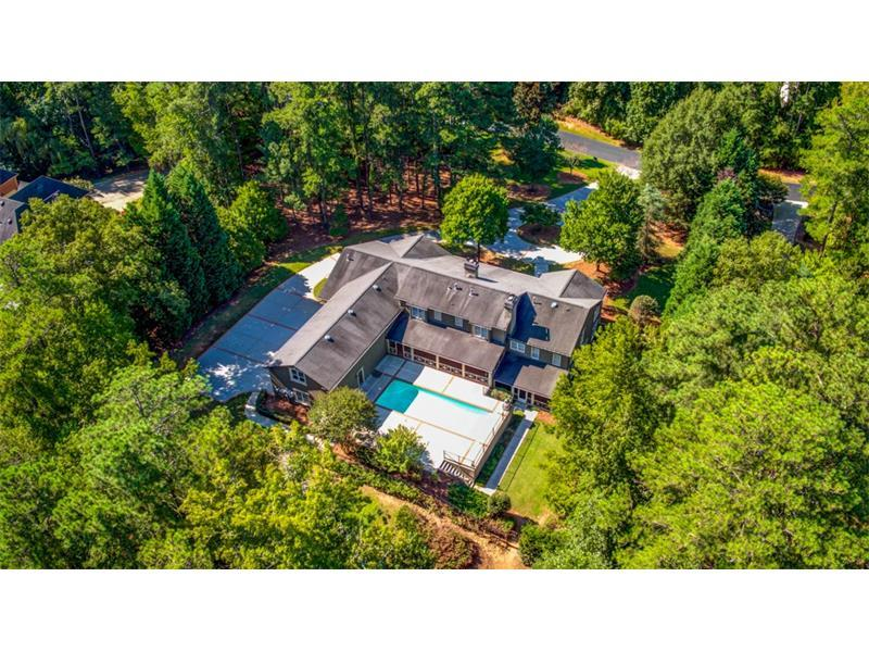 1025 Stonegate Court, Roswell, GA 30075 (MLS #5750684) :: North Atlanta Home Team